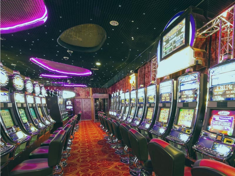 When Vacationing In Vegas You've Got A Choice – Expensive Hotels From The Strip Has Advantages